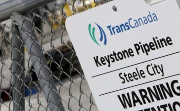 FILE PHOTO - A TransCanada Keystone Pipeline pump station operates outside Steele City, Nebraska, U.S. on March 10, 2014. REUTERS/Lane Hickenbottom/File Photo