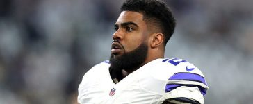 Ezekiel Elliott #21 of the Dallas Cowboys warms up on the field prior to the NFC Divisional Playoff game against the Green Bay Packers at AT&T Stadium on January 15, 2017 in Arlington, Texas. (Photo by Tom Pennington/Getty Images)