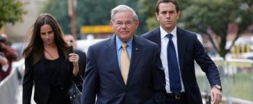 Senator Bob Menendez arrives to face trial for federal corruption charges with his children Alicia Menendez and Robert Melendez, Jr. at United States District Court for the District of New Jersey in Newark, New Jersey, September 6, 2017. REUTERS/Joe Penney