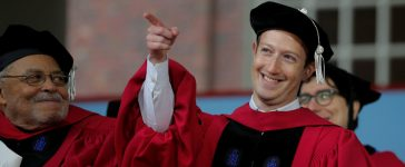 Facebook founder Mark Zuckerberg acknowledges a cheer from the crowd before receiving an honorary Doctor of Laws degree, as fellow honorary degree recipient actor James Earl Jones (L) looks on, during the 366th Commencement Exercises at Harvard University in Cambridge, Massachusetts, U.S., May 25, 2017. REUTERS/Brian Snyder
