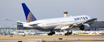 Chicago, Illinois, USA - March 19, 2017: United Airlines Boeing 777-200 passenger jet airliner arriving for a landing at O'Hare International Airport in Chicago, Illinois, USA. Shutterstock/ Stock photo