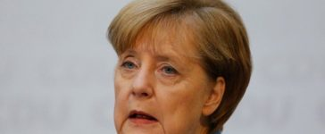 Christian Democratic Union (CDU) Chancellor Angela Merkel and Christian Social Union (CSU) Bavaria State Premier Horst Seehofer address a news conference in Berlin, Germany, October 9, 2017. (Photo: REUTERS/Hannibal Hanschke)