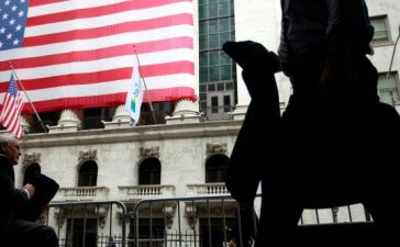 FILE PHOTO - Morning commuters are seen outside the New York Stock Exchange, July 30, 2012. REUTERS/Brendan McDermid/File Photo