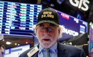 Trader Peter Tuchman works on the floor of the New York Stock Exchange, (NYSE) as the Dow Jones Industrial Average crosses 24,000, in New York, U.S., November 30, 2017. REUTERS/Brendan McDermid
