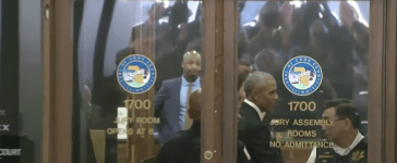 Barack Obama reports for jury duty in Chicago, Ill. (Screenshot/CBS Chicago)
