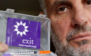 Euthanasia campaigner Dr. Philip Nitschke poses for the photographer with his 'suicide kit' after a Reuters Interview in London May 7, 2009. The British government is ducking the increasingly urgent issue of right-to-die legislation by turning a blind eye to Britons using Swiss suicide clinics to kill themselves, according to Nitschke, who says it is time for Britain and others to heed growing calls for choice about dying, and allow access to effective suicide drugs. Euthanasia campaigner Dr. Philip Nitschke poses for the photographer with his 'suicide kit' after a Reuters Interview in London May 7, 2009. The British government is ducking the increasingly urgent issue of right-to-die legislation by turning a blind eye to Britons using Swiss suicide clinics to kill themselves, according to Nitschke, who says it is time for Britain and others to heed growing calls for choice about dying, and allow access to effective suicide drugs. REUTERS/Stefan Wermuth