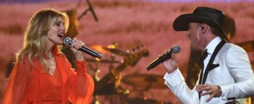 Faith Hill and Tim McGraw take the stage together at the 51st annual CMA Awards at the Bridgestone Arena on November 8, 2017 in Nashville. (Photo by Rick Diamond/Getty Images)