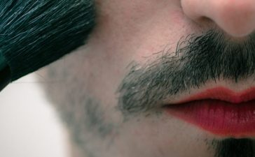 Transgender Man (shutterstock/Marco Brockmann)