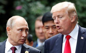 U.S. President Donald Trump and Russia's President Vladimir Putin talk during the family photo session at the APEC Summit in Danang, Vietnam November 11, 2017. (Photo: REUTERS/Jorge Silva)