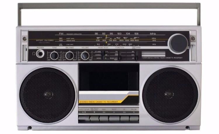 retro radio Shutterstock/oriontrail