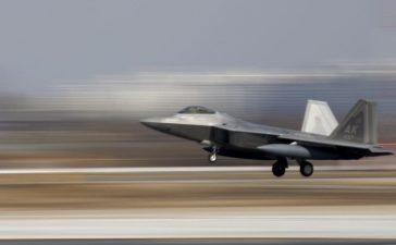A U.S. F-22 stealth fighter jet lands at Osan Air Base in Pyeongtaek, South Korea, February 17, 2016. REUTERS/Kim Hong-Ji