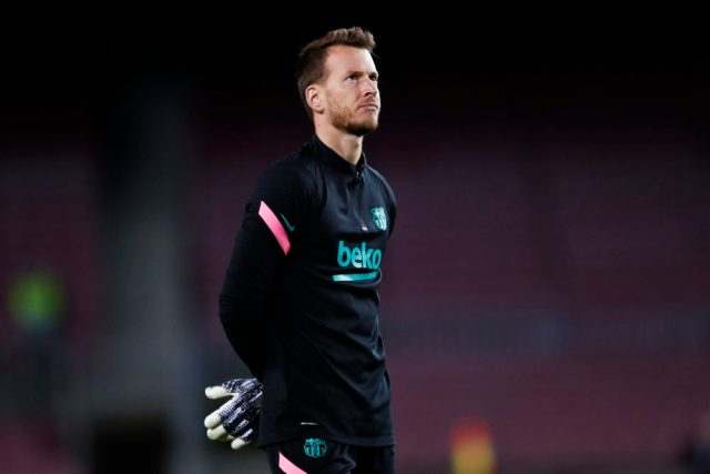 BARCELONA, SPAIN - NOVEMBER 04: Neto of FC Barcelona warms up during the UEFA Champions League Group G stage match between FC Barcelona and Dynamo Kyiv at Camp Nou on November 04, 2020 in Barcelona, Spain. (Photo by Eric Alonso/Getty Images)