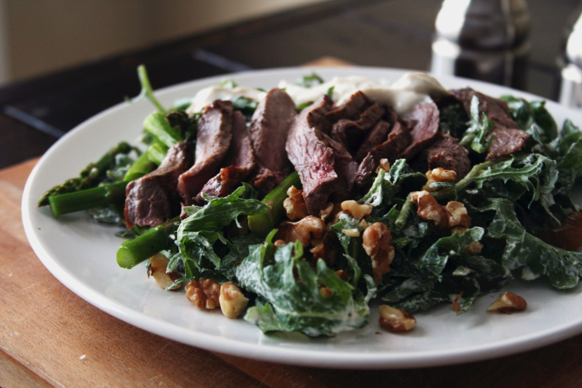 Steak and Asparagus Salad with Creamy Yogurt Dressing