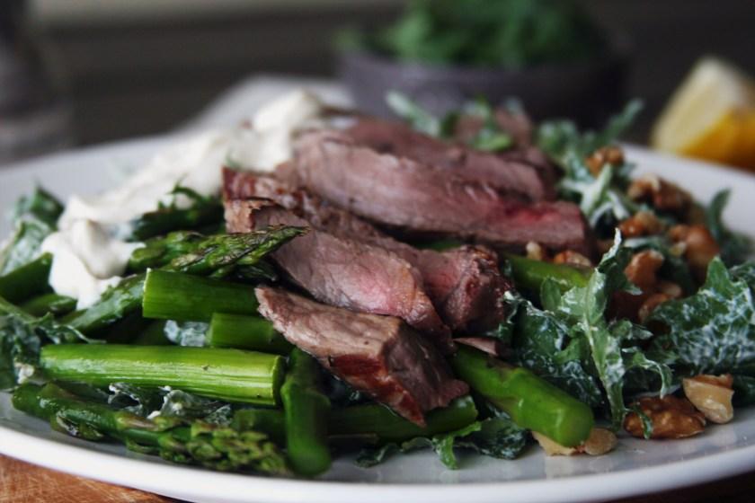 steak-salad-peppercorn-yogurt-dressing