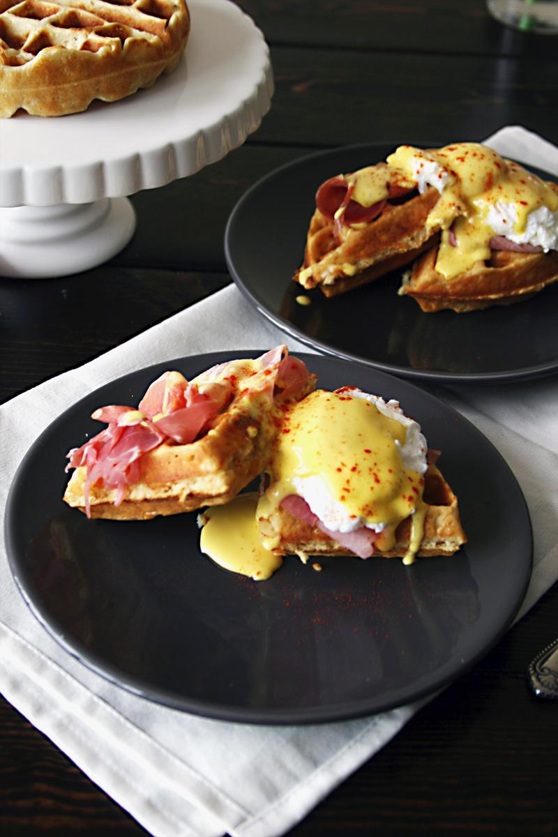 waffle-eggs-benedict-prosciutto-4
