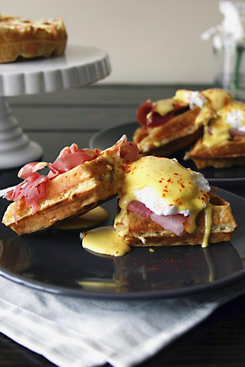 waffle-eggs-benedict-prosciutto-5