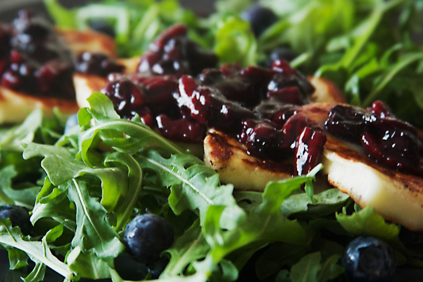 grilled-halloumi-salad-blueberry-compote-3