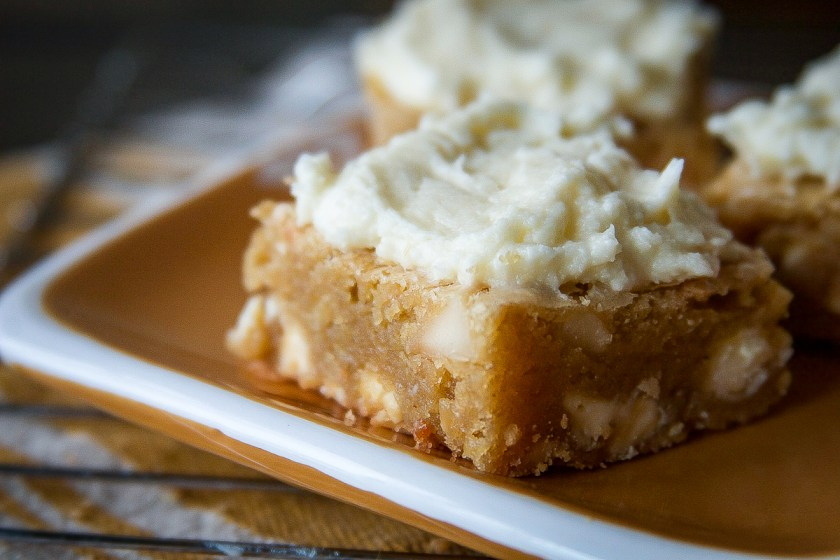 maple-macadamia-nut-brown-butter-blondies-7