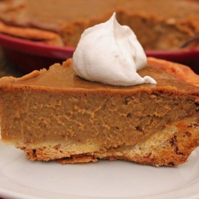 Spiced Pumpkin Pie with Cinnamon Roll Crust #SundaySupper #BakeForACure