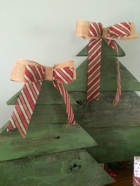 DIY Rustic Christmas Tree Burlap Bows