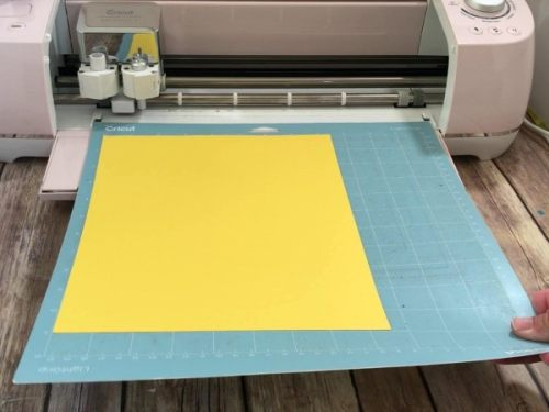 Loading a Cutting Mat into a Cricut Cutting machine for beginners