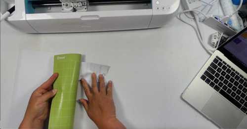 Removing vinyl from the Cricut cut mat