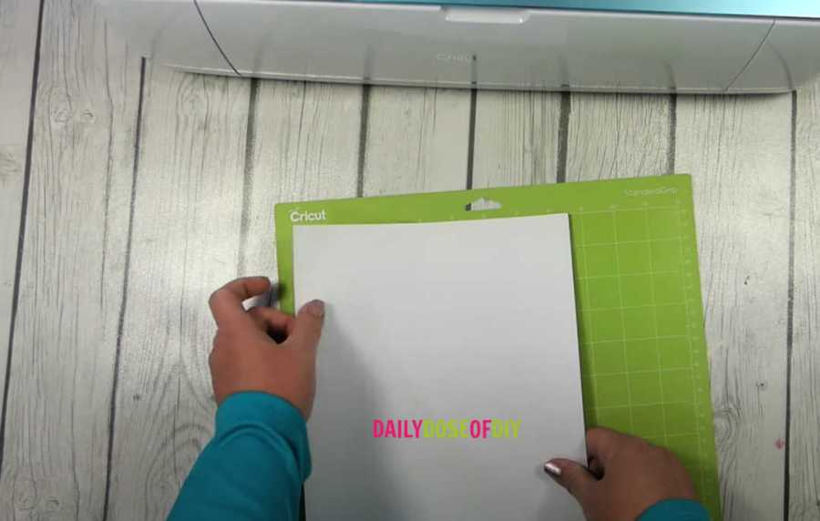 Line the cardstock on the top left corner of you rcut mat to cut on a cricut