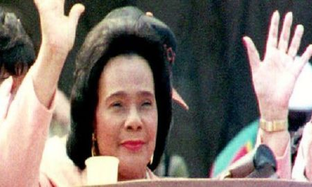 WASHINGTON, DC - AUGUST 28: Coretta Scott King, widow of Martin Luther King Jr., waves to the crowd, 28 August 1993, after delivering a speech during the celebration of the 30th anniversary of the March on Washington. (ROBERT GIROUX/AFP/Getty Images)