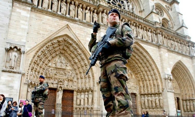 Paris Suffers New Terrorist Attack, Suspect Shot