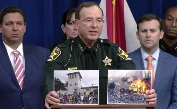 Florida Sheriff Savagely Destroys MSM With These Cue Cards [WATCH]