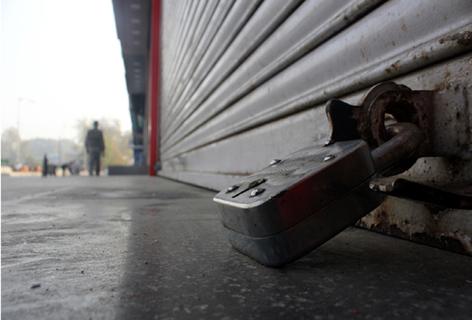 شہری اموات کیخلاف وادی میں ہمہ گیر ہڑتال ، کچھ علاقوں میں بندشیں