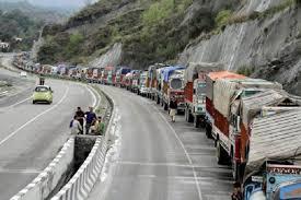 سرینگر جموں شاہراہ دوسرے روز بھی بنددرماندہ گاڑیاں کشمیر کی طرف روانہ