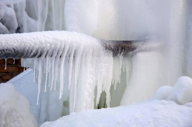 شوپیان میں سردی کا قہر جاری۔۔درجہ حرارت میں بھاری گراوٹ سے سردی کا 30سالہ ریکاڑ ٹوٹ گیا