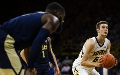 Baer's resurgence sparks Iowa in win over Pittsburgh