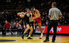 Problems arise for Hawkeye wrestling at 174