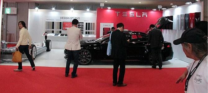 Tesla booth - Picture courtesy Bertel Schmitt
