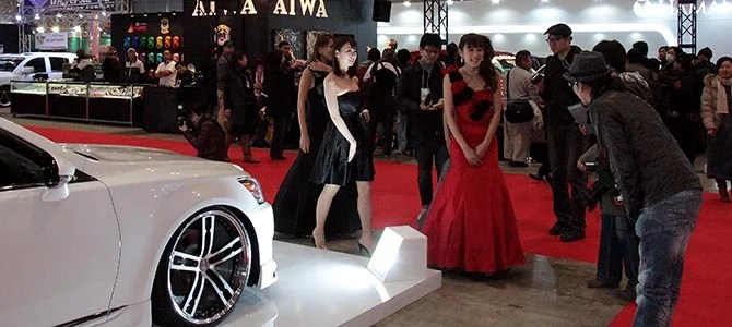 Despite the raunchy and loud atmosphere, Japanese politeness is being maintained. Photographer bows to the girls.