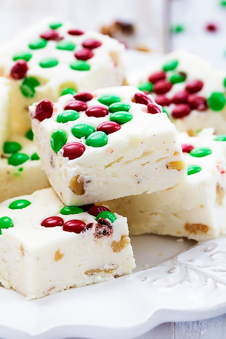 colored by the shades of the holiday season this christmas fudge is nothing less than gorgeous i absolutely love the contrast between red green