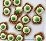 A simple and fun snack to make to celebrate Dr. Seuss week with Green Eggs and Ham snack idea