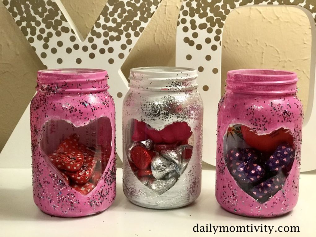 Looking for an easy DIY gift idea for Valentine's Day? Check out these painted mason jars