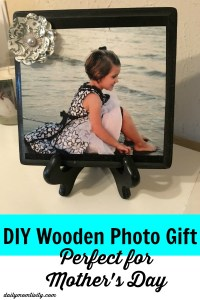 Looking for an easy DIY for Mother's Day? Check out this tutorial to make this wooden photo gift. Perfect for any Mom or Grandma