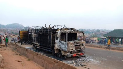 Angry mob set truck ablaze for allegedly crushing boy in Saki, Oyo [Photos]