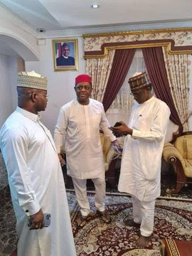 Nigerians react with insults as FFK is spotted with APC chieftains [photos/tweets]
