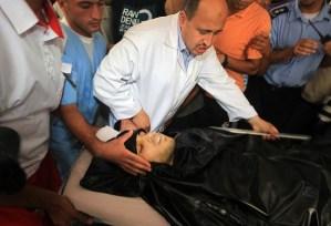 Palestinian medics wheel a victim into Al-Shifa Hospital following an Israeli attack in Gaza City (Photo: AFP/MAHMUD HAMS)