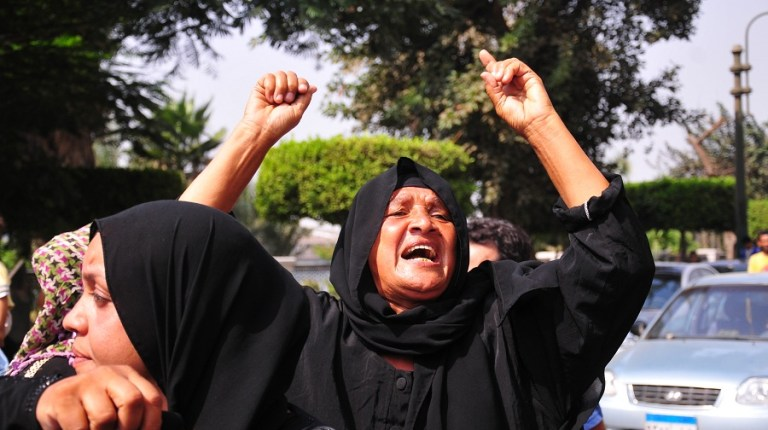 Lady cries out as a group of Ramalat Boulaq residents march to the prosecutor general's office Hassan Ibrahim / DNE