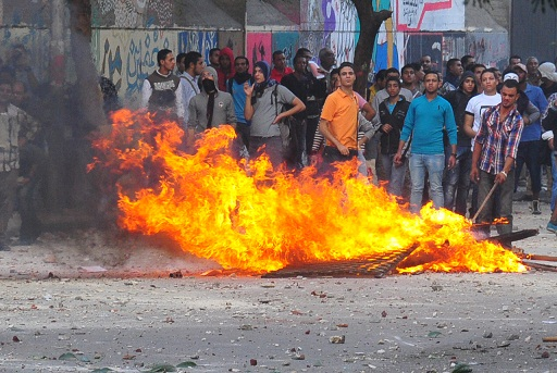 Protesters gather on Mohamed Mahmoud Street as clashes with security forces entered the second day. (DNE / Hassan Ibrahim_