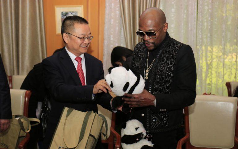 Mayweather 'adopts' panda, names it after himself