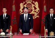 "This handout picture released by the Moroccan Royal Palace shows Morocco's King Mohammed VI (C) delivering a speech to mark the 19th anniversary of his accession to the throne, beside his brother Prince Moulay Rachid (R) and son Hassan III, in Al Hoceima on July 29, 2018. / AFP PHOTO / Moroccan Royal Palace / Handout / RESTRICTED TO EDITORIAL USE - MANDATORY CREDIT ""AFP PHOTO / MOROCCAN ROYAL PALACE"" - NO MARKETING NO ADVERTISING CAMPAIGNS - DISTRIBUTED AS A SERVICE TO CLIENTS"
