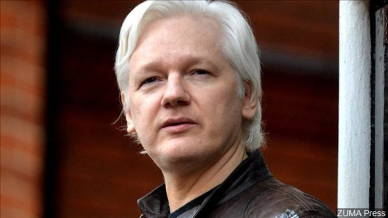 Assange in court for U.S. extradition hearing