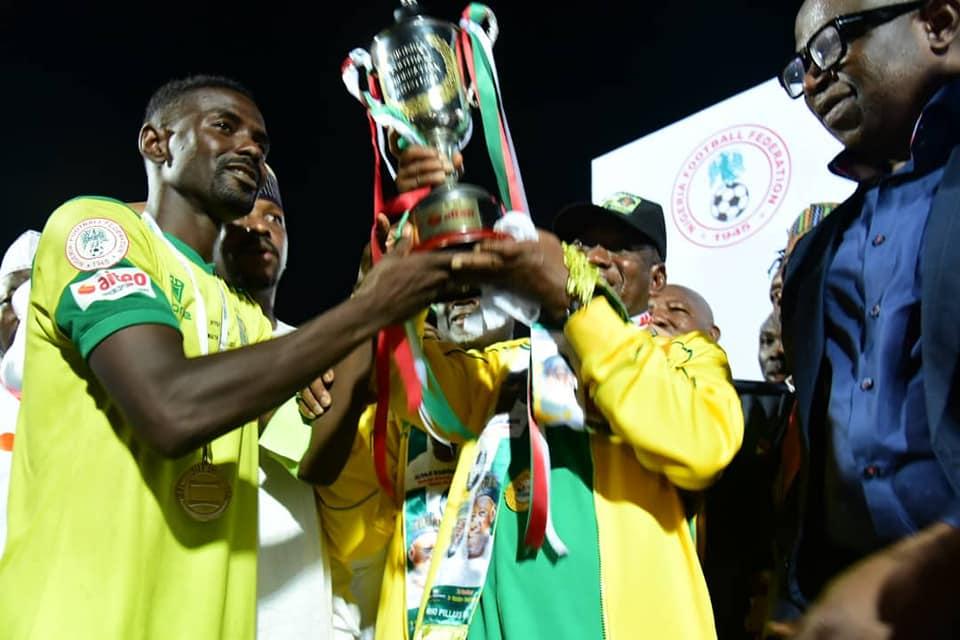 Kano Pillars captain Rabiu hold Aiteo trophy with Governor Abdullahi Umar Ganduje